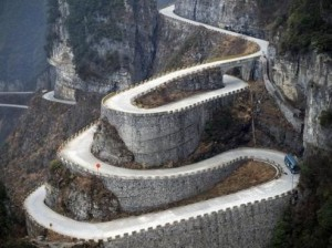 Wonderful-Curved-Road-On-Mountain-Area-Amazing-Path-Pictures